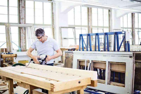 HL-850-EB-Plus hombre cepillando fabrica